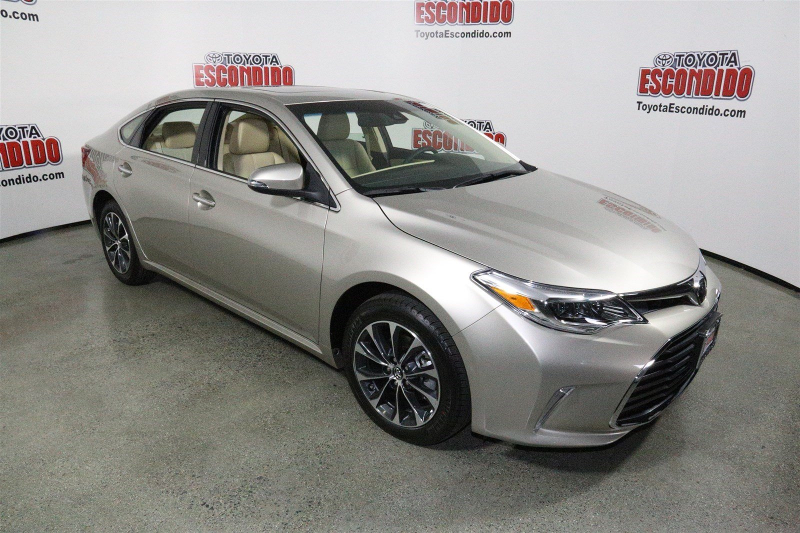 new 2017 toyota avalon xle plus 4dr car in escondido. Black Bedroom Furniture Sets. Home Design Ideas
