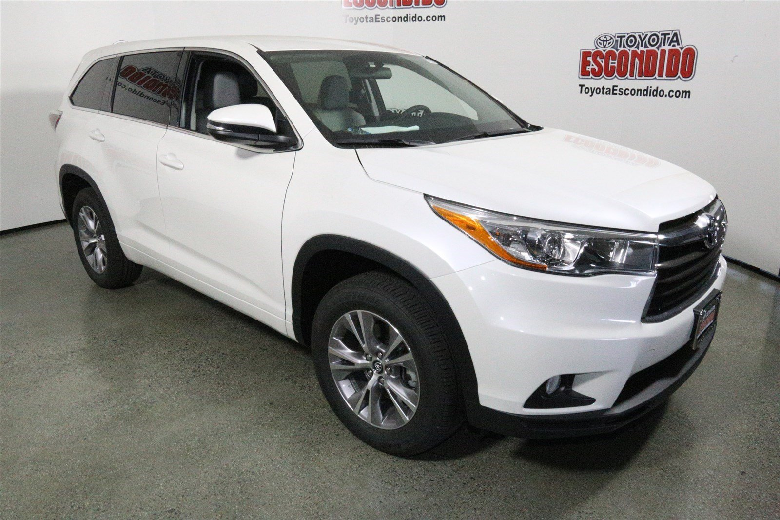 new 2016 toyota highlander le plus sport utility in escondido 1013801 toyota of escondido. Black Bedroom Furniture Sets. Home Design Ideas