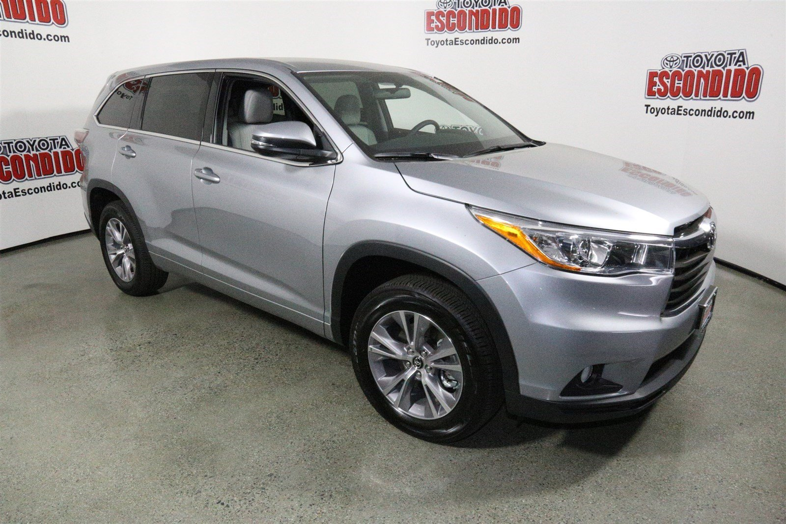new 2016 toyota highlander le plus sport utility in escondido 1013753 toyota of escondido. Black Bedroom Furniture Sets. Home Design Ideas