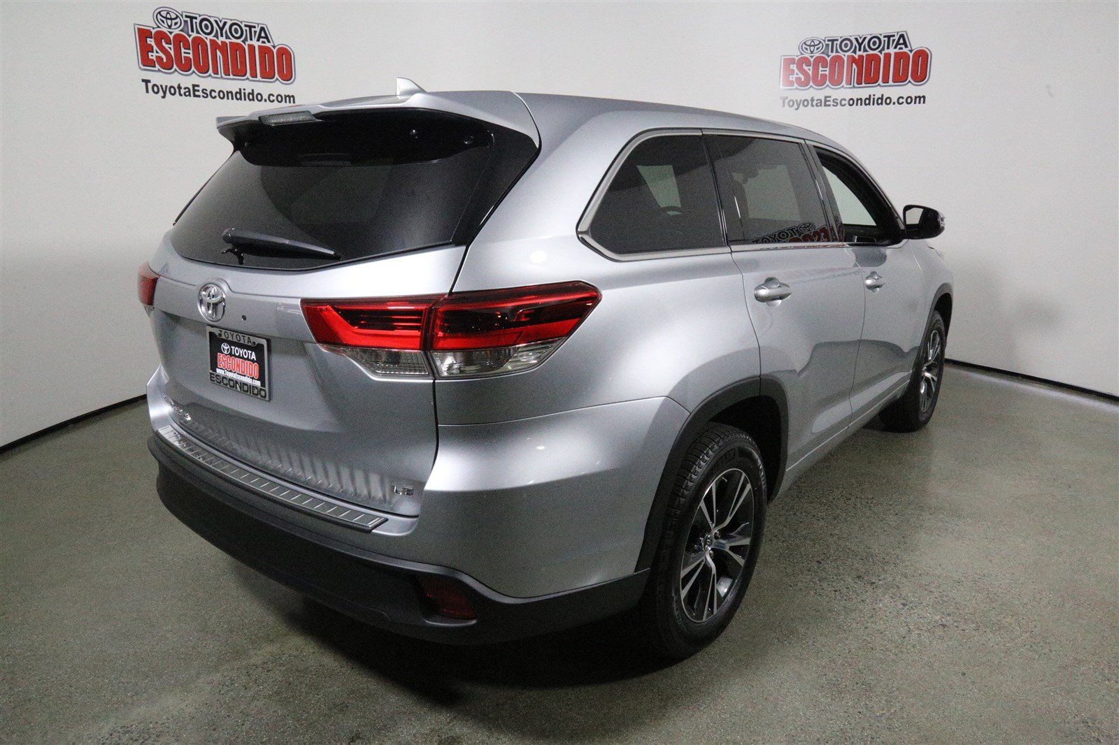 new 2017 toyota highlander le plus sport utility in escondido 1015431 toyota escondido. Black Bedroom Furniture Sets. Home Design Ideas