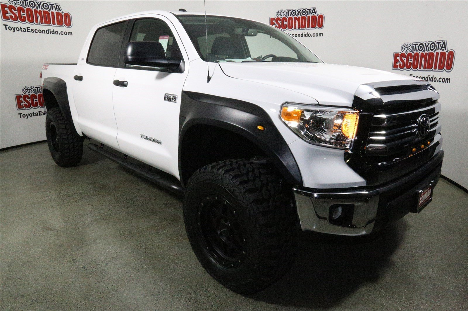 new 2017 toyota tundra sr5 4wd crew cab pickup in escondido 1014052 toyota escondido. Black Bedroom Furniture Sets. Home Design Ideas